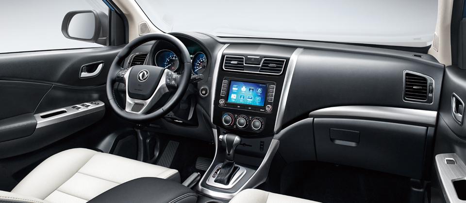 风行S500 液晶大屏,套色打孔座椅,畅想轿车级舒适