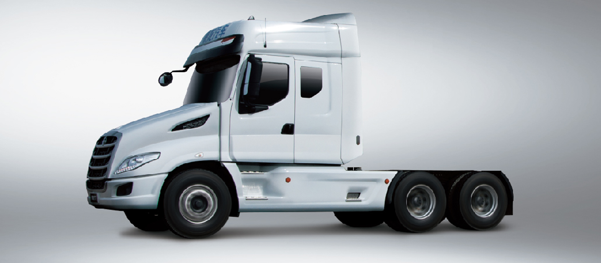 T7牵引车 安全 美式长头造型:长头造型设计,对驾驶员形成天然保护,同时降低驾驶室重心与侧翻风险